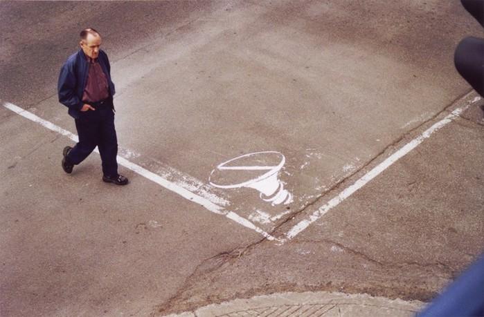 Граффити стрит-арт художника Roadsworth 57 (700x459, 91Kb)
