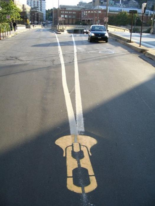 Граффити стрит-арт художника Roadsworth 60 (525x700, 287Kb)