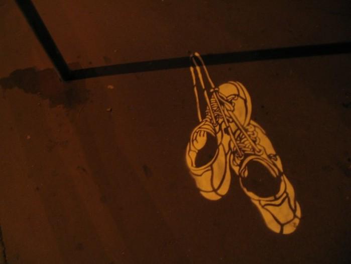 Граффити стрит-арт художника Roadsworth 70 (700x525, 43Kb)