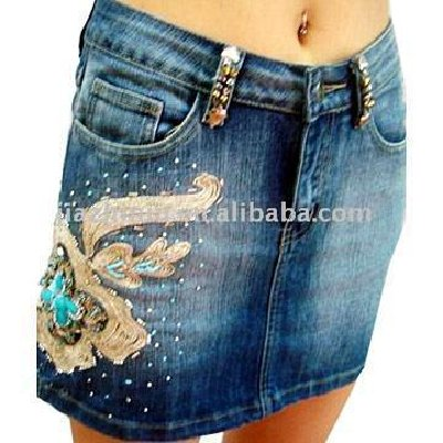 пошить юбку из старых джинс.