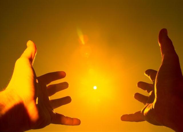 солнце руки (640x460, 19Kb)