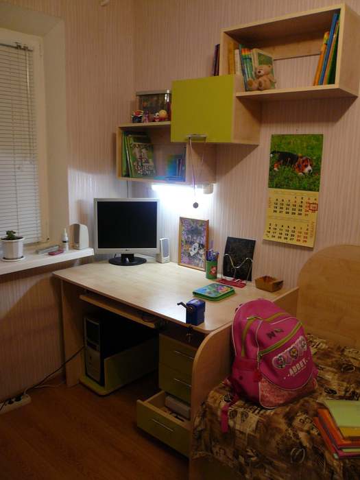 полки навесные над письменным столом фото
