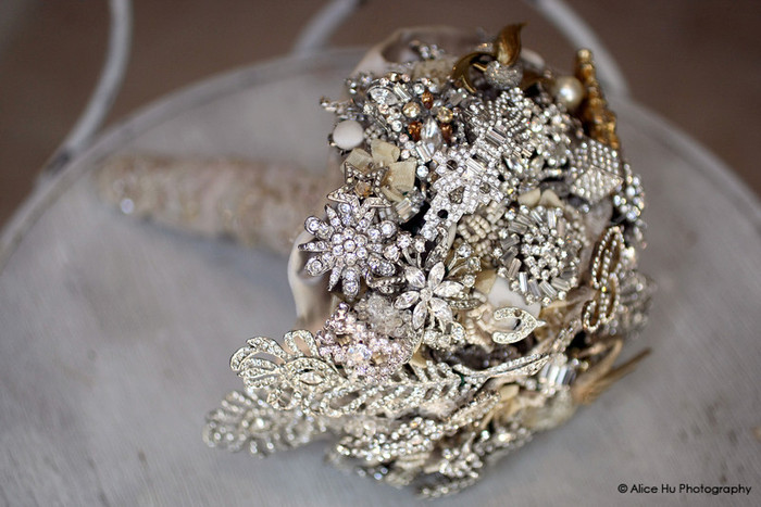 side-silver-brooch-bouquet (700x467, 100Kb)