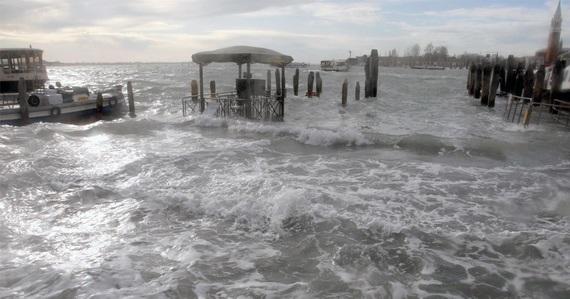 венеция наводнение 10 (570x299, 67Kb)