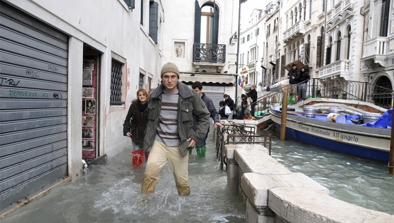 венеция наводнение 14 (570x323, 94Kb)