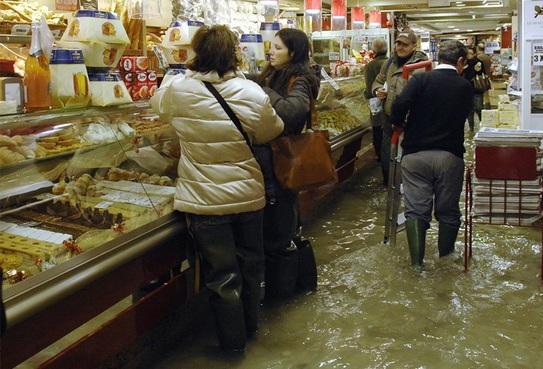 венеция наводнение 16 (543x369, 100Kb)
