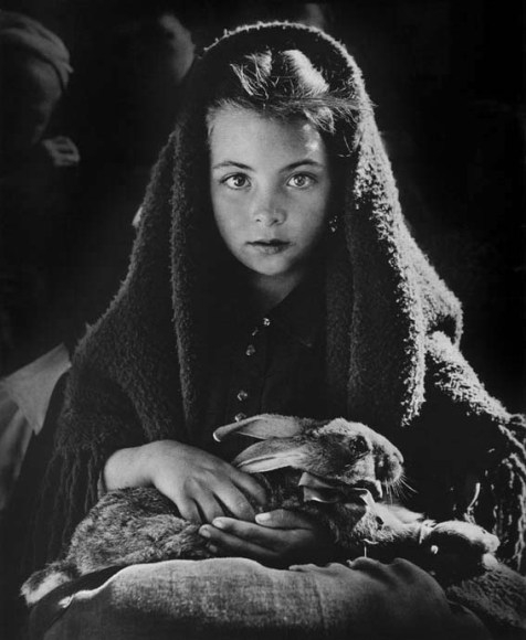 Jean Dieuzaide - Girl with rabbit, Nazaré Portugal 1954 (476x580, 113Kb)