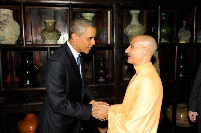radhanath-swami-and-obama-01 (700x465, 52Kb)