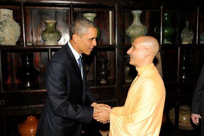 radhanath-swami-and-obama-01 (700x465, 52Kb)