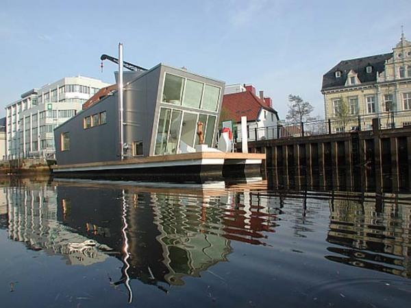 """Главная  """" Архитектура  """" Плавающий дом с садом на крыше  """" Современный средневековый дом GSM сигнализация."""