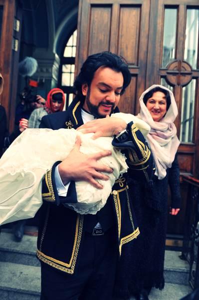 Филипп Киркоров крестил дочь. Фотографии 4 (399x600, 37Kb)