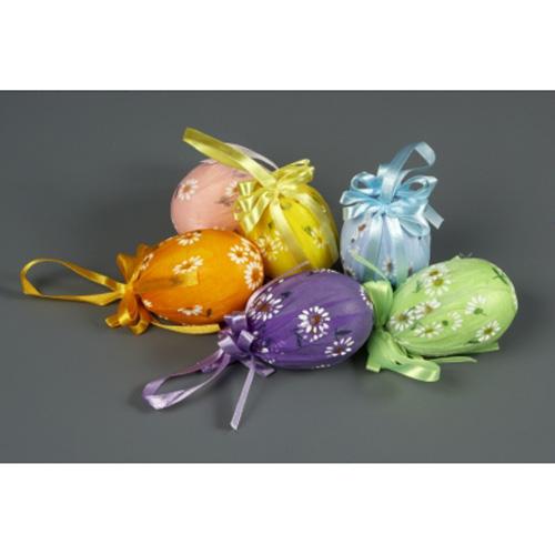 Если у вас совсем нечем покрасить яйца на Пасху, то можно просто завернуть их в салфетки и перевязать красивой...