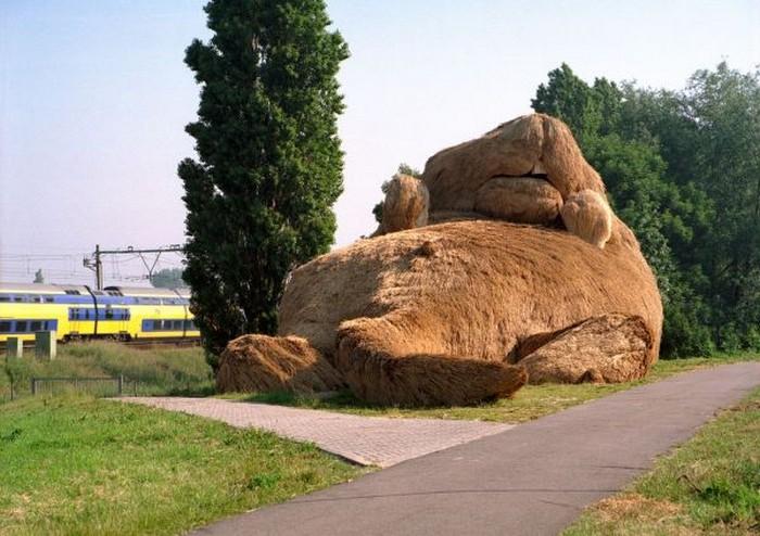 3925073_MuskRatSculpture1 (700x494, 103Kb)