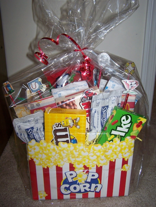 Movie gift basket 022 (525x700, 319Kb)