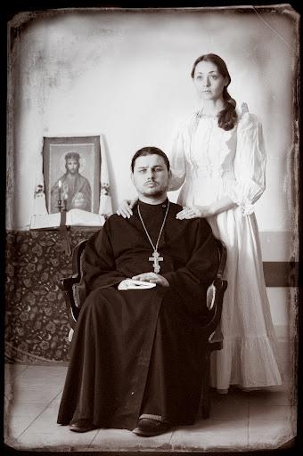 иерей Андрей Сыркин с супругой (340x512, 54Kb)