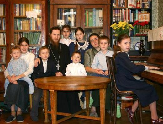 Семья священника Константина Стриевского (520x395, 40Kb)