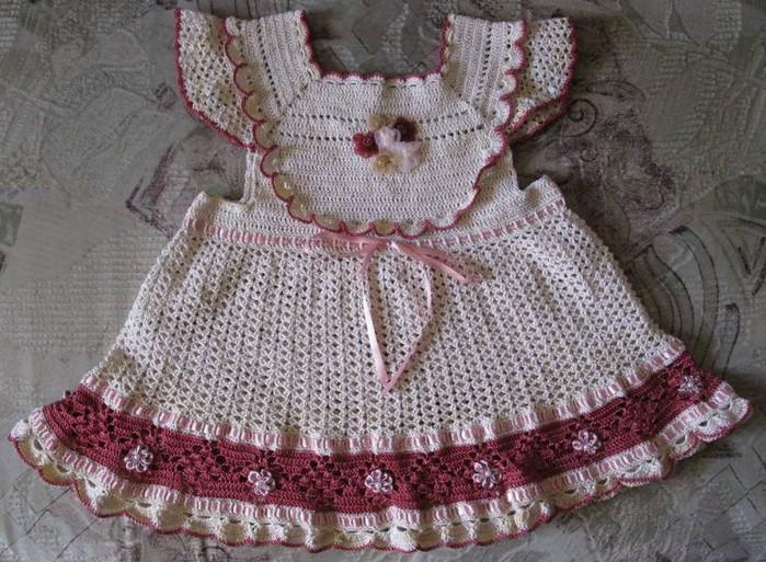 Платье для принцессы,связано крючком   красивым ажурным узором и отделкой/4683827_20120323_104206 (700x513, 146Kb)