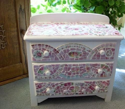 Декорирование мебели своими руками, это не только увлекательный процесс по.