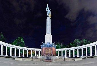 Вена - осквернение памятника сов.солдатам (340x230, 19Kb)