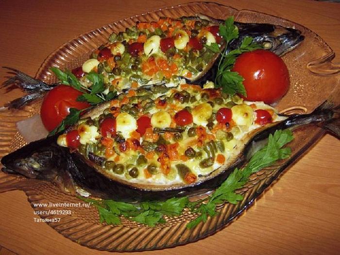 Скумбрия фаршированная овощами в фольге в духовке рецепт