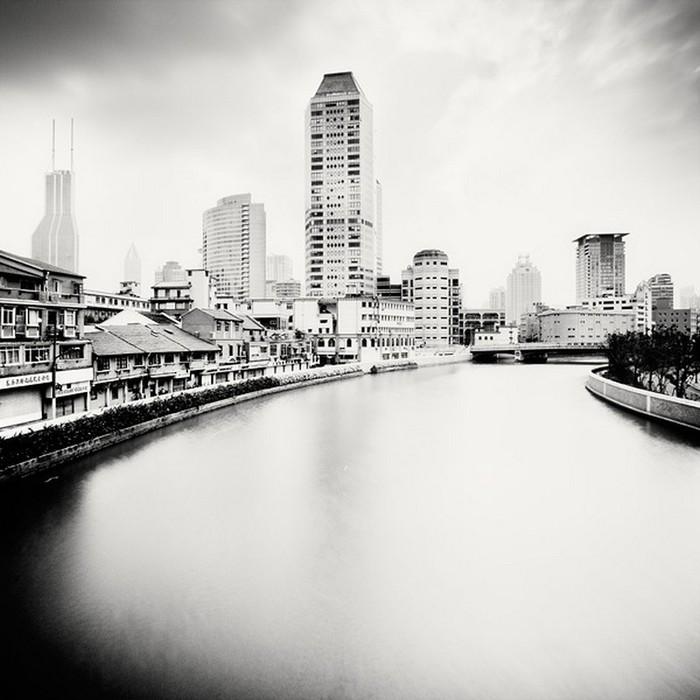 Красивые черно белые фото Шанхая от Martin Stavars 12 (700x700, 84Kb)