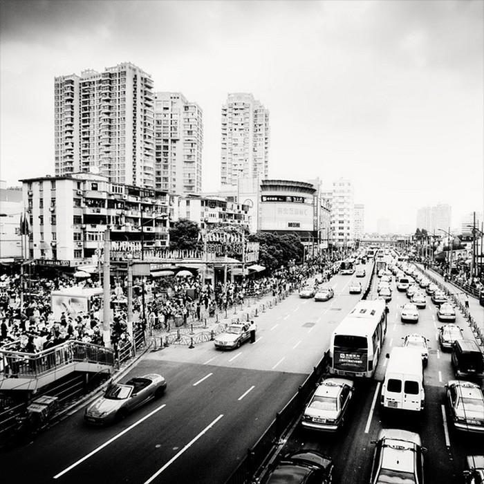Красивые черно белые фото Шанхая от Martin Stavars 17 (700x700, 149Kb)