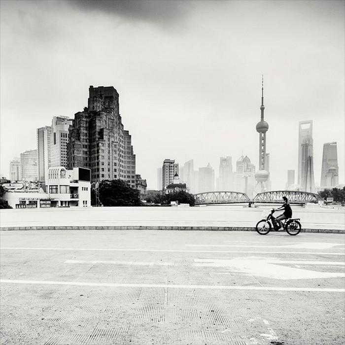 Красивые черно белые фото Шанхая от Martin Stavars 20 (700x700, 105Kb)