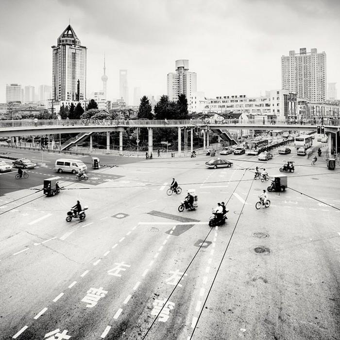 Красивые черно белые фото Шанхая от Martin Stavars 22 (700x700, 145Kb)