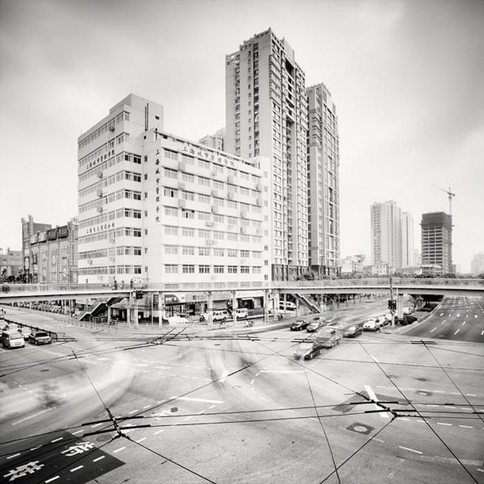 Красивые черно белые фото Шанхая от Martin Stavars 25 (700x700, 131Kb)
