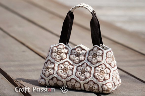 african-flower-crochet-purse-1 (588x392, 85Kb)