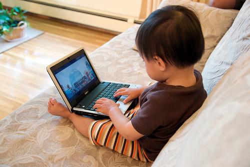 дети в социальных сетях/3185107_deti_i_komputer (500x333, 115Kb)
