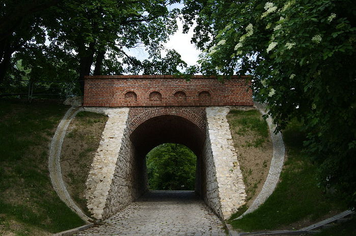 800px-I_WW,_Austro-Hungarian_fortifications-Krakow_Fortress,_Devil's_Bridge,_Malczewskiego_street,_Krakow,_Poland_ (700x465, 95Kb)