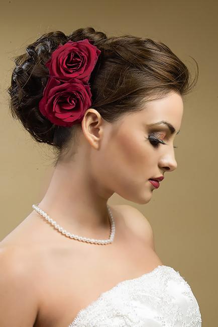 Роза в волосы