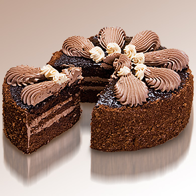 Торт оформлен сливочно-шоколадным кремом, фруктовым повидлом и шоколадной помадкой.  Выберите вес.