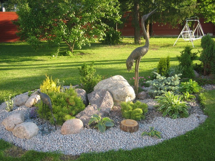 Для привлечения в сады позитивной энергии