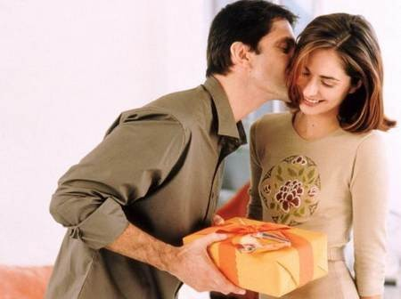 Что подарить любимой девушке на праздник, чтобы ее не разочаровать.
