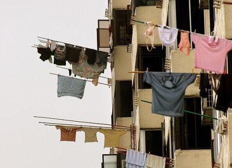 То ли одежду сушат, то ли людей пугают! :))