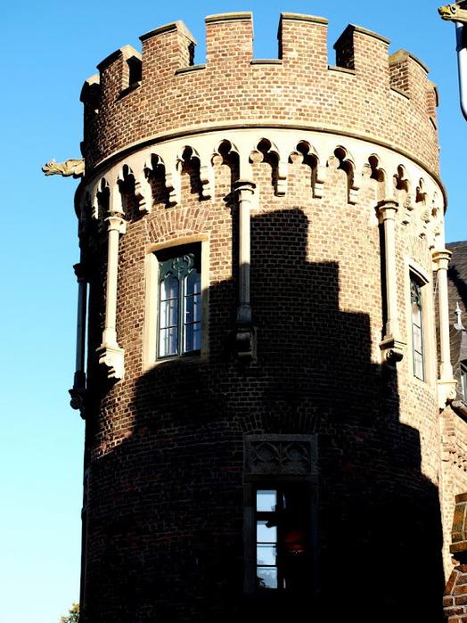 ЗАМОК Паттендорф - Schloss Paffendorf 64364