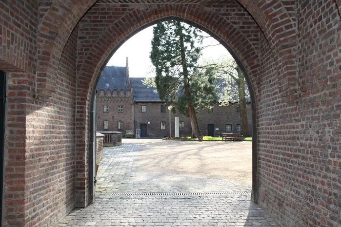 ЗАМОК Паттендорф - Schloss Paffendorf 32320