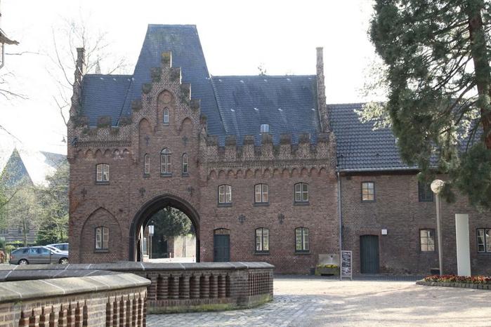 ЗАМОК Паттендорф - Schloss Paffendorf 39081