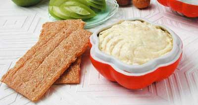Сырная паста с орехами
