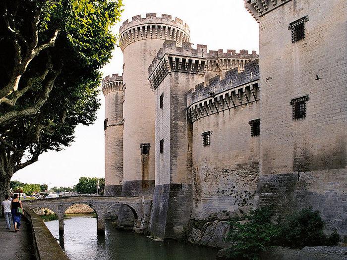 800px-Tarascon-chateau-roi-rene (700x525, 133Kb)