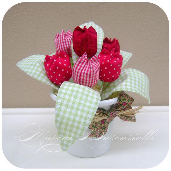 Можно наполнить тюльпаны ватой