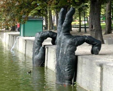 Где находиться памятник бегемоту