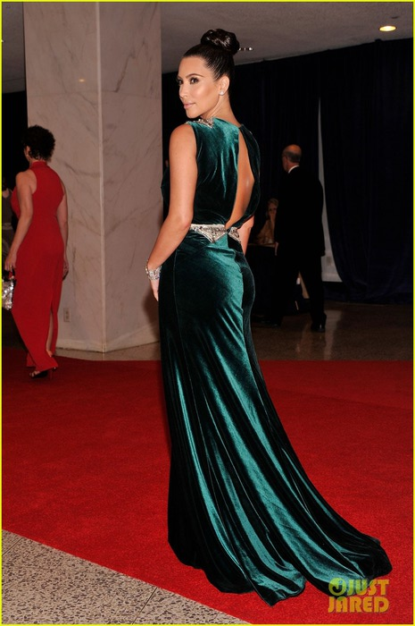 kim-kardashian-white-house-correspondents-dinner-01 (465x700, 84Kb)