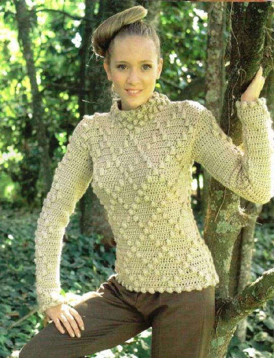 Оригинальный пуловер с шишечками