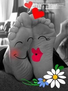 tamoneka-tamoneka--funny--mix--feet--romance_large (240x320, 27Kb)