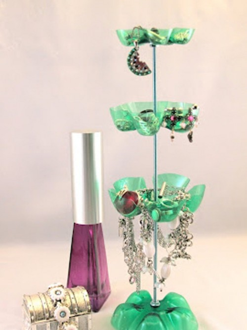 original-jewelry-stand-of-repurposed-plastic-bottles-5-500x668 (500x668, 47Kb)