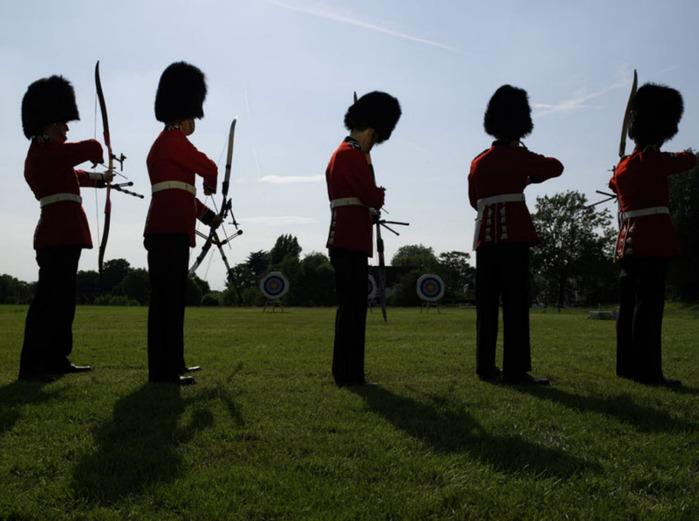 королевские гвардейцы фото 5 (700x521, 96Kb)