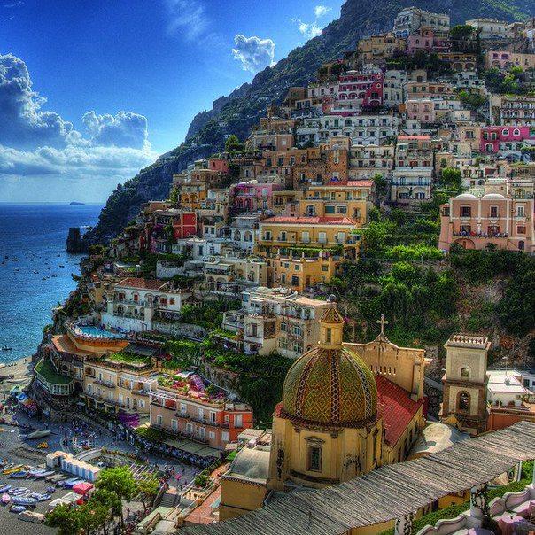 Расположенный к югу от Неаполя живописный прибрежный город Позитано. Основанный ещё в античные времена, Позитано хранит фрагменты своего прошлого (604x604, 130Kb)